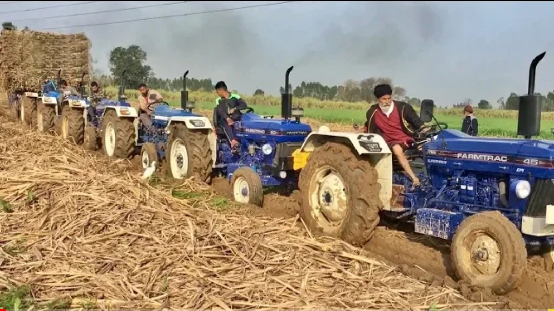 Fully stuck tralla pull With 15 tractors 8 NewHolland 3630 7 Farmtrac 60 BTM Agricolture