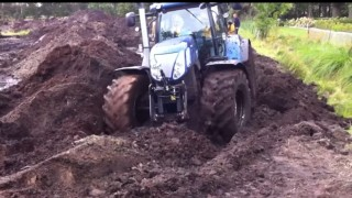 New Holland The Best Stuck İn Mud