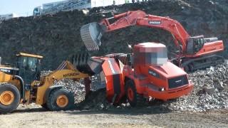 Dump truck accident - Moxy MT41 turns over