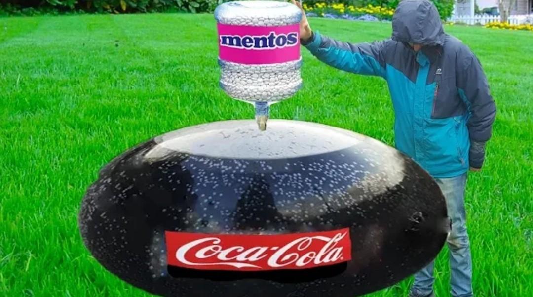 Experiment Giant Coca Cola Balloon VS Mentos ...